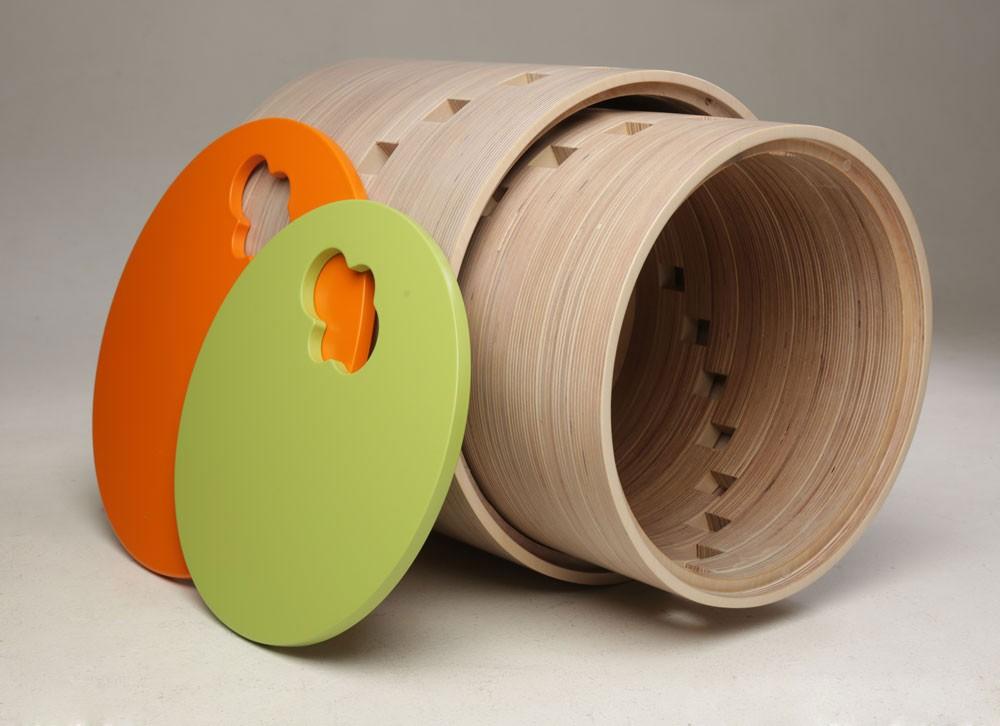 Krēsls - mantu kaste. Divi izmēri. - Mazais (augstums - 309mm, diametrs - 340mm) - Lielais (augstums - 348mm, diametrs - 380mm) Mazāko kasti iespējams ievietot lielajā kastē. Karkass apstrādāts ar baltināta bērza beici un laku. Bērnu mēbel