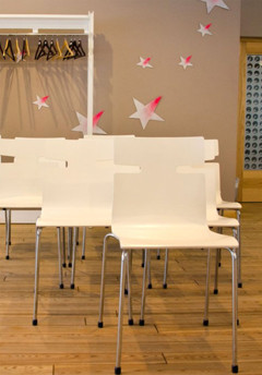 Monoblock visitor chairs WHISPER and coat stand. Plywood office furniture