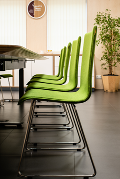 Height adjustable meeting table, monoblock visitor chairs