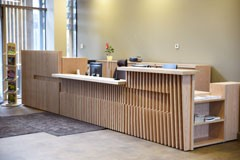 Individuāli projektētas biroja mēbeles - sekretāres lete, objekts - A/S Latvijas valsts meži