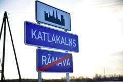Ceļa zīmes nr. 519 - Apdzīvotas vietas sākums, nr. 521 un 522 - Pilsētas vai ciema nosaukums. Ceļa zīmes / ceļa norādes izgatavotas pēc Latvijas standarta. Izturīgas pret vandālismu, izgatavotas no dabai draudzīga materiāla. Ražots Latvijā