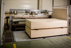 Schelling packing machine for cutted plywood.